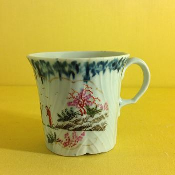 A Worcester feather moulded coffee cup