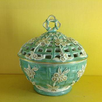 A Derby pot pourri basket and cover