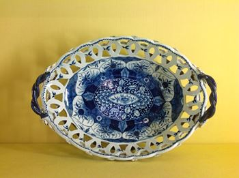 A Worcester blue and white oval basket