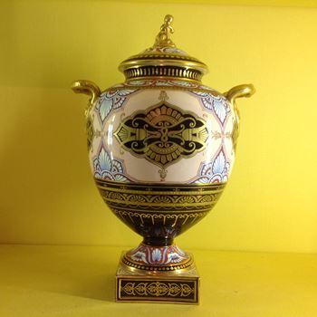 A fine Wedgwood bone china vase and cover