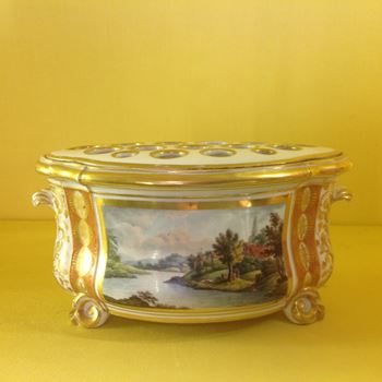 A fine Derby small bough pot and cover