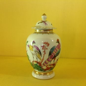 A Chinese Export tea canister and cover