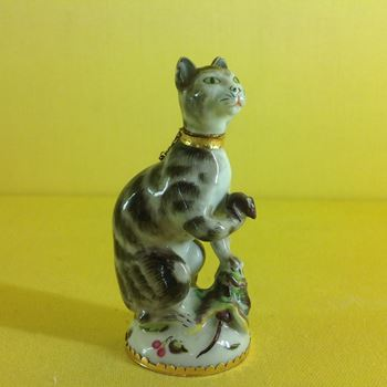 An extremely rare Charles Gouyn (St James's Factory) scent bottle and stopper