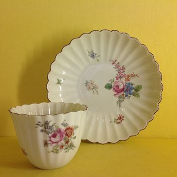 A good Chelsea large tea bowl and saucer
