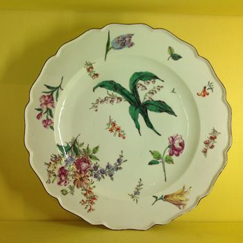 A fine Chelsea large round charger