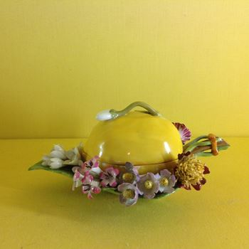 A Meissen lemon shaped box and cover