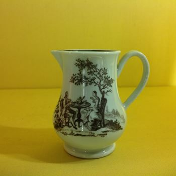 A Worcester small cream jug