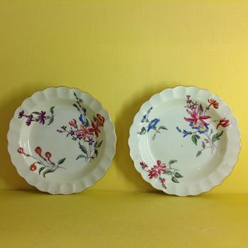 A rare pair of Worcester small plates