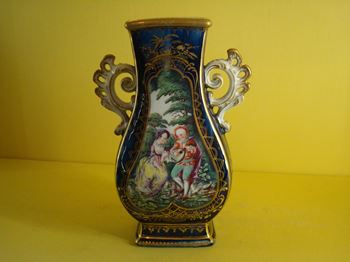 A Chelsea vase