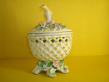 A Derby pot pourri bowl and cover
