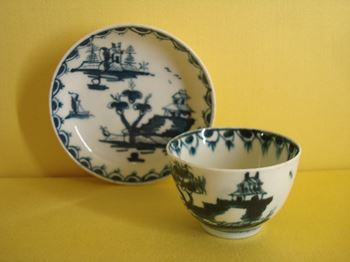 A Lowestoft miniature teabowl and saucer