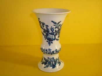 A Worcester beaker vase