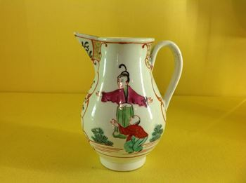 A Worcester sparrow beak milk jug