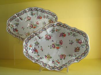 A fine pair of Bristol dishes