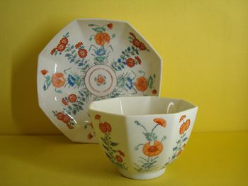 A good Chelsea octagonal large teabowl and saucer