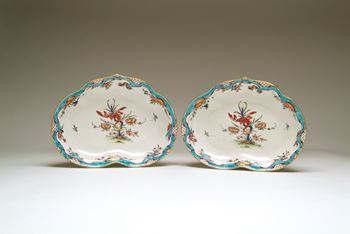 A pair of Worcester kidney shaped dishes