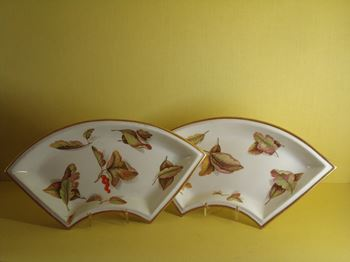 A pair of English porcelain fan shaped dishes