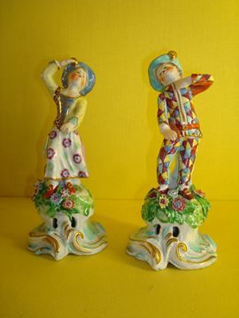 A pair of Bow figures