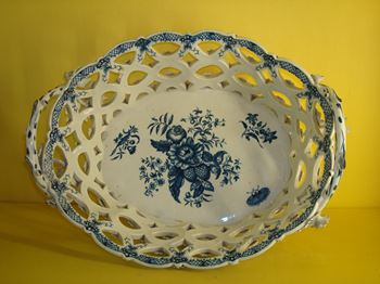 An extraordinary pair of Worcester large baskets