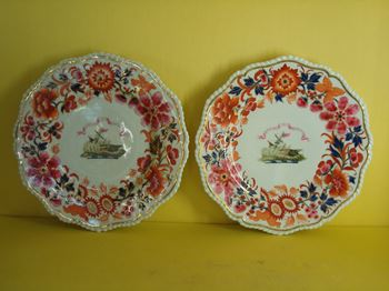A pair of Flight, Barr and Barr Worcester plates