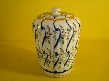 A rare Flight Worcester tea canister and cover
