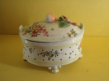 A rare Worcester butter cooler and cover