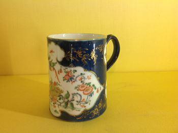 A rare Worcester small cylindrical mug