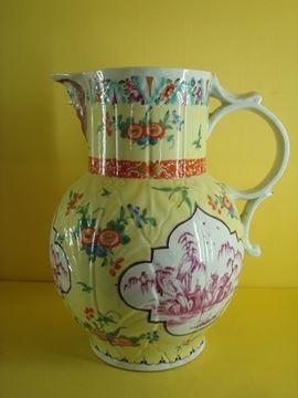 A very fine Worcester jug